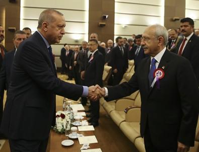 Kılıçdaroğlu ile Erdoğan el sıkıştı