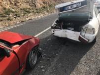 Otomobiller Çarpıştı Açıklaması 4'Ü Öğretmen, 5 Yaralı