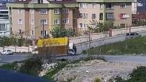 (Özel) Ataşehir'de Film Sahnelerini Aratmayan Kaza Anı Kamerada