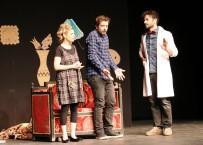 ÇIÇEKLI - Van'da Tiyatro Oyunu Büyük Beğeni Aldı