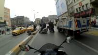 TUTKAL - (Özel) Karaköy'de Motosikletlinin El Arabalı Adama Çarptığı Anlar Kamerada