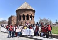 KIZ ÖĞRENCİLER - Köylerinden İlk Defa Çıkan Çocuklar, Ahlat'ın Tarihi Mekanlarını Gezdi