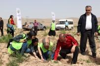 KYK'lı Öğrenciler 300 Fidanı Toprakla Buluşturdu