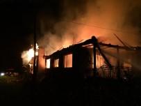 Yangına Uykuda Yakalanan Yaşlı Kadın Ve Torunu Canını Zor Kurtardı