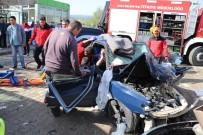 Bolu'da, İşçi Servisiyle Otomobil Çarpıştı Açıklaması 12 Yaralı
