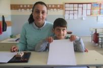 Eli Öpülesi Öğretmen, Görme Engelli Öğrencisi İçin Özel Ders Aldı