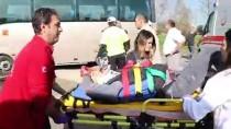 GÜNCELLEME - İşçileri Taşıyan Midibüs Otomobille Çarpıştı Açıklaması 12 Yaralı