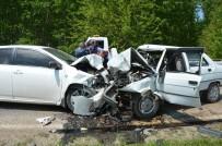 Otomobiller Kafa Kafaya Çarpıştı Açıklaması 1 Ölü, 1 Yaralı