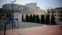 Sancaktepe'de İlkokulun Yanındaki Parkta Oluşan Çatlaklar Korkuttu