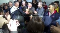 NİKAH SALONU - Belediye Başkanlığını Devralıp Makam Kapısını Söktü