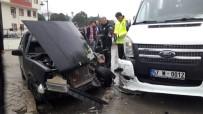 KADIR BOZKURT - Sinop'ta Okul Servisi İle Otomobil Çarpıştı Açıklaması 2 Yaralı