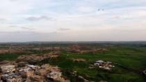 İLGİNÇ GÖRÜNTÜ - Kırlangıçlar Drone Etrafında Halka Oluşturdu