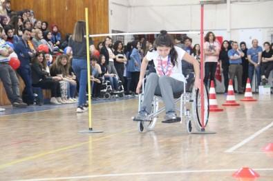 Liseli Öğrenciler Tekerlekli Sandalye Yarışında Zor Anlar Yaşadı