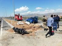 AHMET DEMİR - Cizre'de Motosikletiyle Otomobile Çarpan Polis Memuru Hayatını Kaybetti