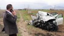 Denizli'de Tır İle Otomobil Çarpıştı Açıklaması 2 Yaralı