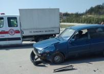 Kavşakta İki Otomobil Çarpıştı Açıklaması 2 Yaralı