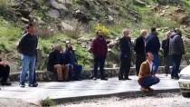 BOLAT - Kayalıklarda Mahsur Kalan Keçiler İçin Seferber Oldular
