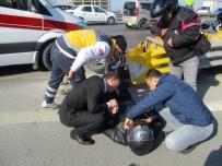 TRAFİK YOĞUNLUĞU - (Özel) Yaralı Motosiklet Sürücüsüne 'Yardım Eli'