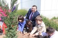 Aksaray'da Minik Öğrenciler Fidanları Toprakla Buluşturdu