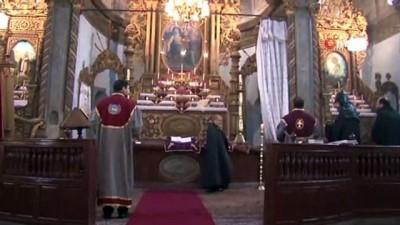 Ermeni Cemaati Miçing Ayini İçin Toplandı