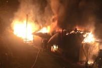 Odunlukta Çıkan Yangın, Sıçradığı Evi Küle Çevirdi