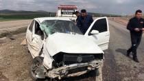 Yaralıların Yardımına Koşanlara Otomobil Çarptı