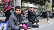 SES BOMBASI - Yunanistan'da Göçmenler Atina Garında Eylem Yaptı