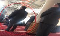 CUMA NAMAZI - Asayiş müdürünün önünde saf tutunca çıkışta yakalandı