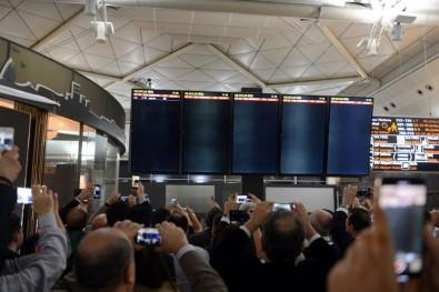 Atatürk Havalimanı'na halaylı veda
