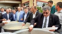 Belediye Başkanı Kendi Elleriyle Halka Yemek Dağıttı