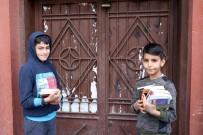 Diyarbakırlı İki Arkadaş Kitap Satarak Ailelerine Destek Oluyor