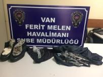 FERİT MELEN - İç Çamaşırı Ve Ayakkabısına Gizlediği Afyon Sakızıyla Yakalandı