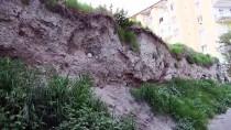 İNSAN KEMİKLERİ - Göçük Oluşan Yerden İnsan Kemikleri Çıktı