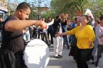 BİRİNCİ SINIF - Mersin'de Dünya Romanlar Günü Renkli Görüntülere Sahne Oldu