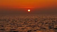 (Özel) Deniz Üstündeki Gün Batımı Hayran Bıraktı