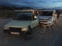 İki Araç Çarpıştı Açıklaması Ön Koltuğa Oturtulan Küçük Kız Ağır Yaralandı