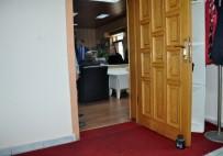 BİRİNCİ SINIF - Makam Kapısına 5 Kilo, Birim Kapılarına 2'Şer Kiloluk Ağırlık Koyarak Göreve Başladı