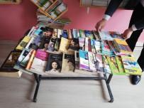 Müdür Yardımcısı Kütüphanesini Okula Bağışladı