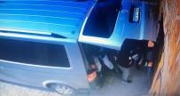 KEMERBURGAZ - (Özel) İstanbul'da El Arabasıyla Güpegündüz Soygun Yapan Hırsızlık Çetesi Kamerada