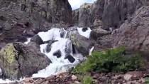 Kar Sularıyla Coşan Çır Şelalesi'nde Görsel Şölen