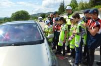 Minikler Polis Ve Jandarma Gibi Araçları Durdurdu