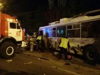 SOVYETLER BIRLIĞI - Rusya'da Eski Sovyet Otobüsü Kaza Yaptı Açıklaması 5 Ölü