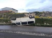 Minibüs Yoldan Çıktı Açıklaması 2 Yaralı