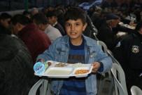 KÜMBET - Ramazan Ayı Boyunca İftar Yemeği Veriyorlar