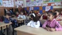 'Balık Pulu' Hastası Kızın On Parmağında On Marifet