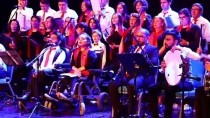 Engelli Oğluyla Aynı Sahneyi Paylaşıyor