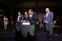 FERHAT GÖÇER - Ferhat Göçer'e Konserinde Doğum Günü Sürprizi