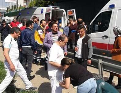 E-5'te servis midibüsü devrildi: 1 ölü, 15 yaralı