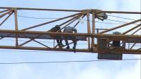 İnşaat İşçileri Vincin Üzerinde İntihar Girişiminde Bulundu