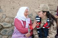 Jandarma Köy Köy Gezerek Anneler Gününü Kutladı